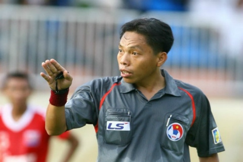 Referee Châu wins Golden Whistle Award