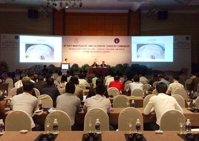 Surgeons exchange knowledge on plastic aesthetic surgery