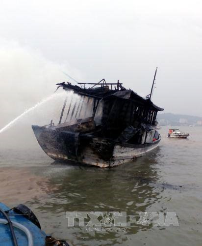 Tourists and crew rescued from boat fire
