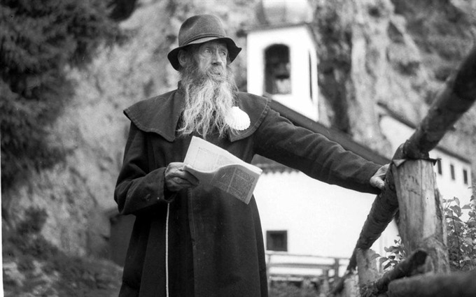 Job opening in Austria: part-time hermit