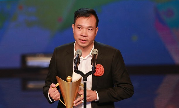 Vinh receives Cup of Victory as best athlete