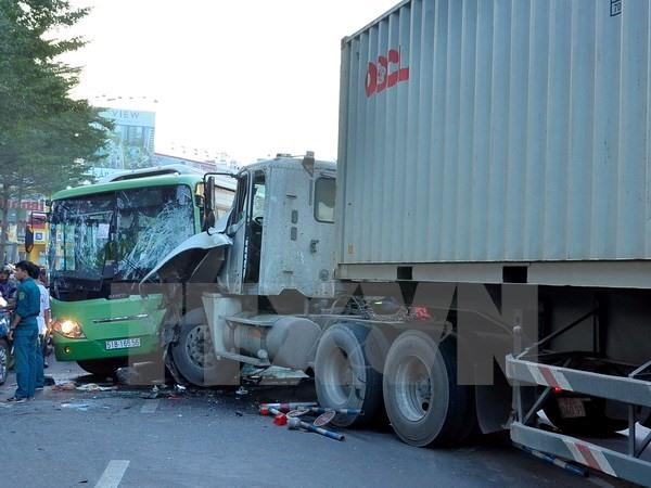Semi-trailer rams bus in HCM City several injured