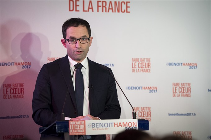 Outsider ex-PM to vie for French leftwing presidential nod
