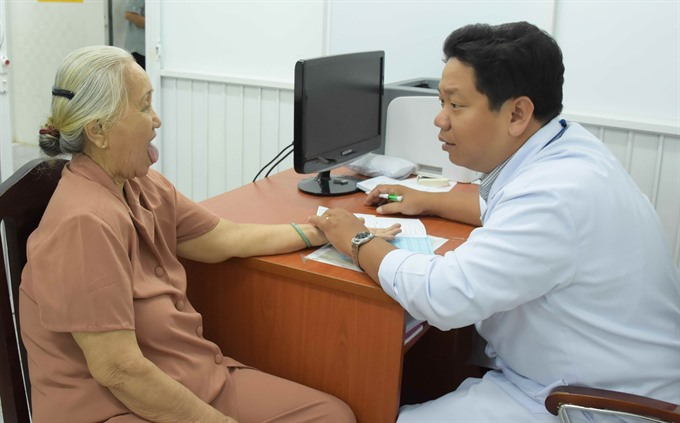 Free health exams for poor in City