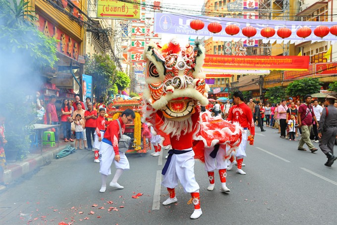 Red vs black: Thai Chinese face New Year fashion dilemma