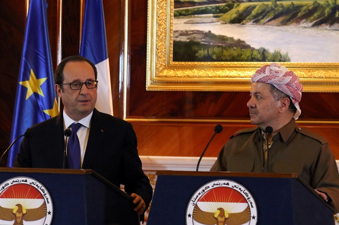 In Iraq Hollande says IS battle prevents attacks at home