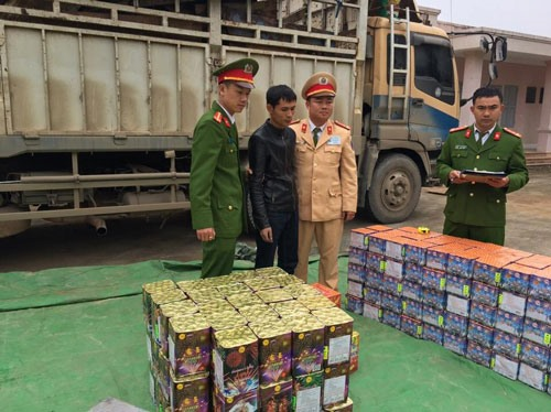 Hà Giang investigates largest firecrackers transportation case