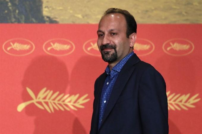 Irans Oscar-winning director to skip awards over Trump visa ban