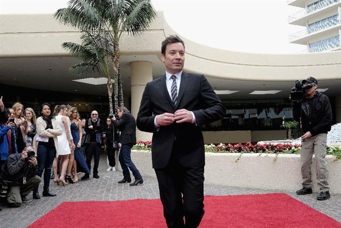 Glitzy Golden Globes launch Hollywood awards season