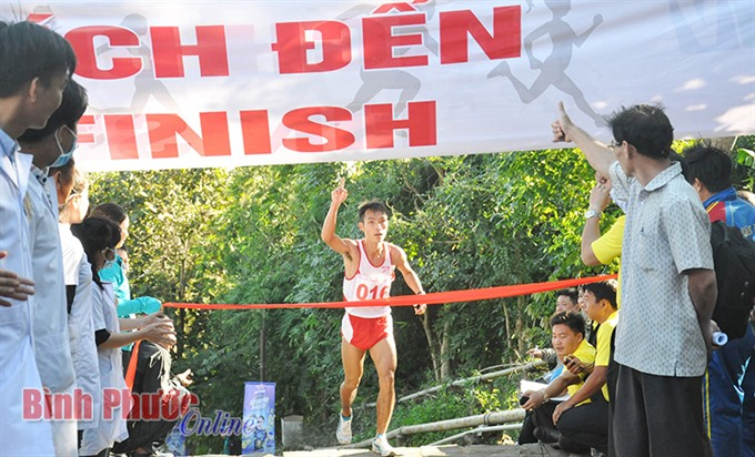Thanh wins Bà Rá mountain climbing tournament