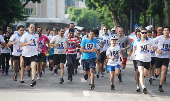 Đức Hằng win titles at Hà Nội Mớis Run