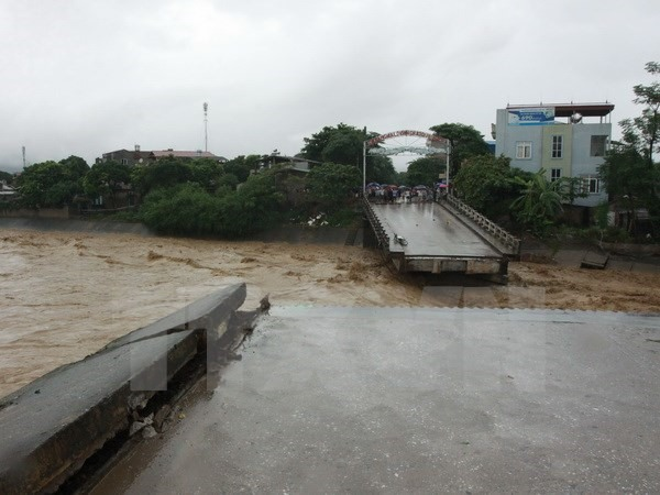 Floods wreak havoc in centre and north