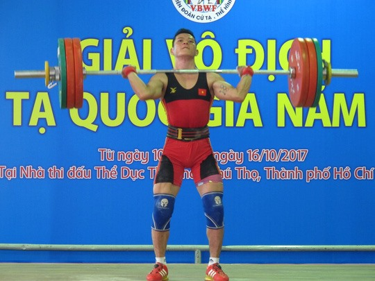 Tuấn wins 56kg category at national weightlifting event