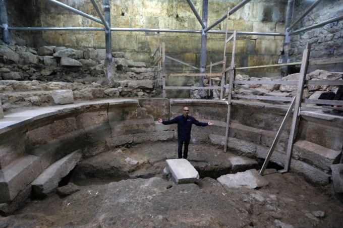 Israel uncovers Roman structure at foot of Jerusalems Western Wall