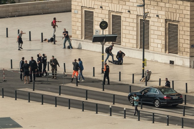 IS claims deadly Marseille knife attack