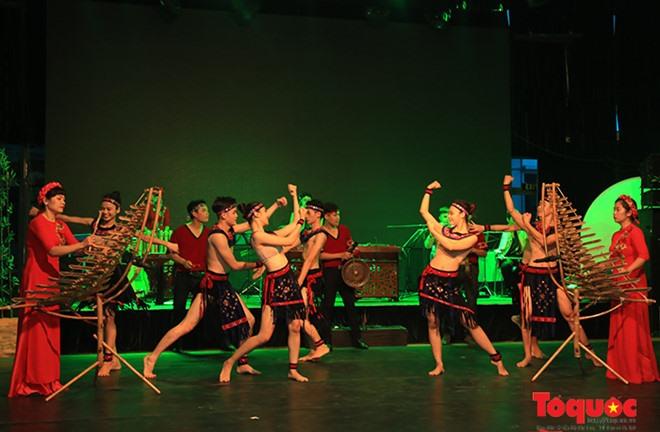 Arts programmes feature Vietnamese culture in Cambodia
