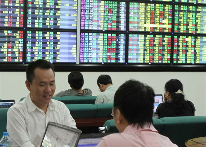 VN Index dips after two-day rise