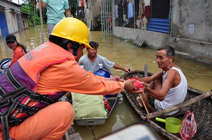 Electricians join in helping flood victims