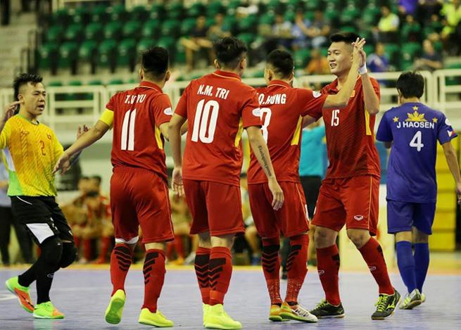 Việt Nam crush Philippines 24-0 in futsal championship