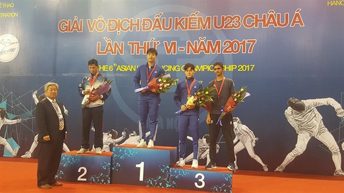 Hùng wins silver medal at Asian fencing event