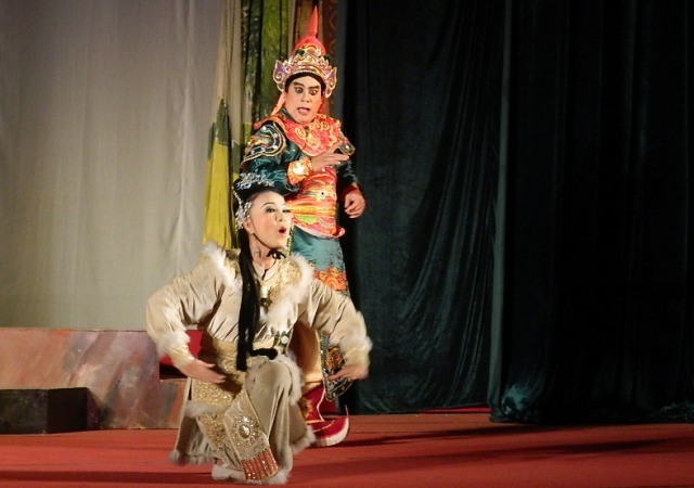 Vietnamese and Chinese plays to charm local audience