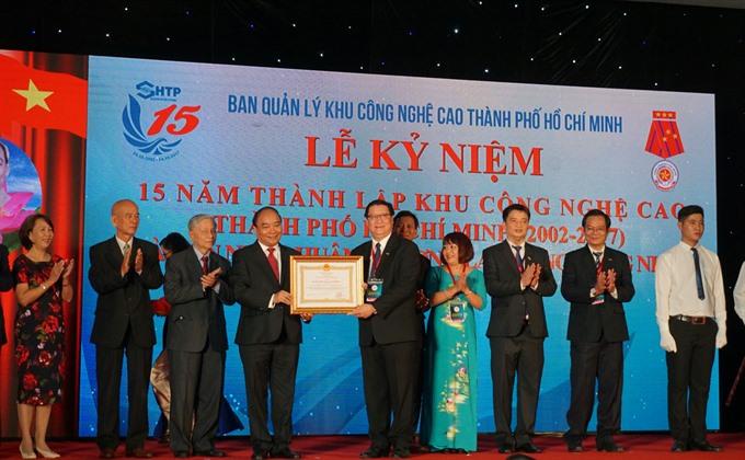 PM hails Saigon Hi-Tech Park achievements confers Labour Order