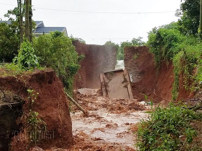 Gia Hoét 1 levee breaks