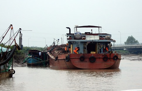 Illegal sand mining continues in Cần Giờ sea