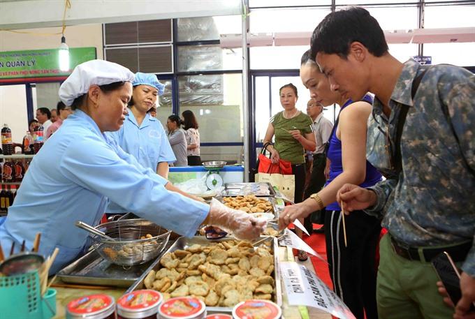 Tra fish fair kicks off in Hà Nội