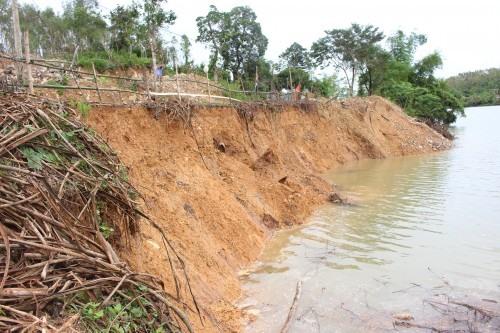 Quảng Bình worried about riverbank erosion