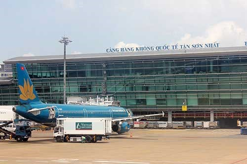 Transport Minister calls for urgent increase in capacity for Tân Sơn Nhất Airport
