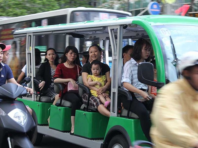 More electric buses proposed for HCM City tourists