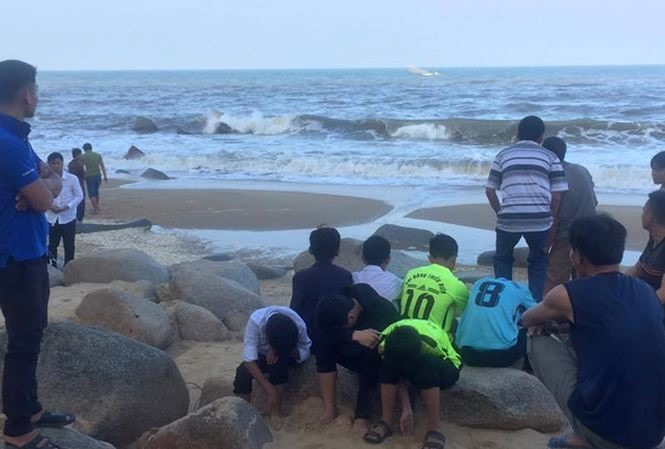 Two schoolboys drown in Hà Tĩnh sea