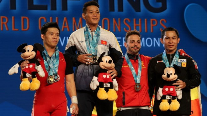 Tuấn lifts three gold medals at world championship