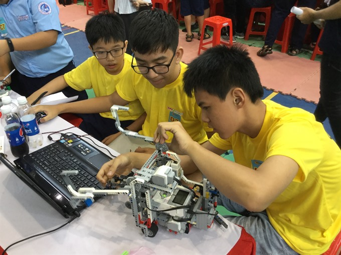 Students of Lê Ngọc Hân Primary School win top prizes in Robothon Contest 2017