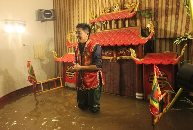 Popular puppeteer opens 2nd mini theatre at home