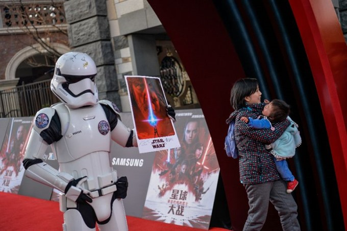 The Last Jedi tops Christmas box office in North America