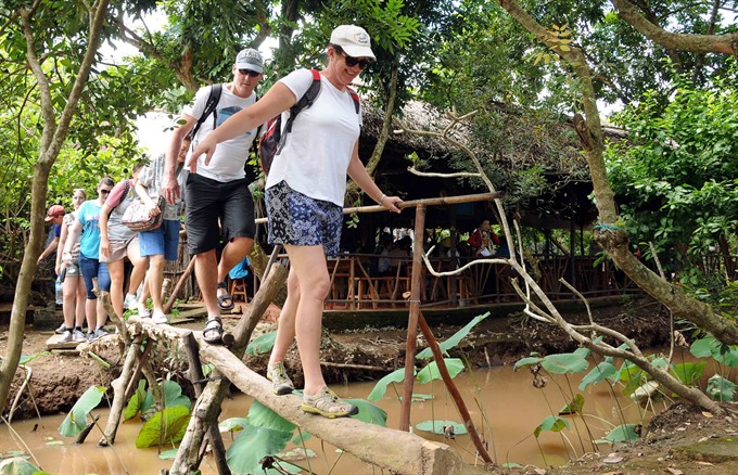 Việt Nam receives record 13 million foreign visitors