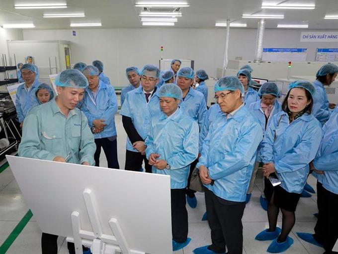 Samsung seeks more VN part suppliers