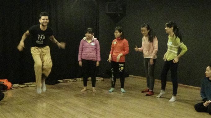 US dancers heal disabled VN children
