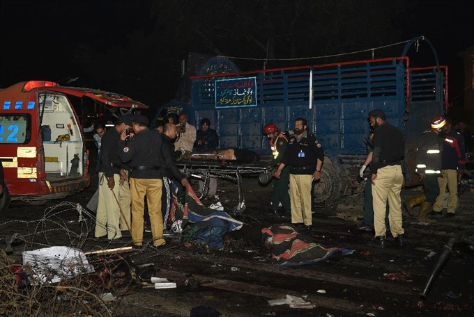 Blast kills at least 13 injures 82 in Pakistans Lahore