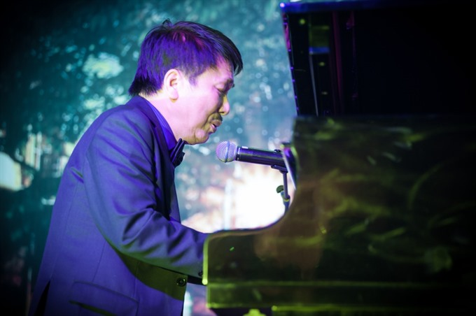 Love song writer dedicates concert to women