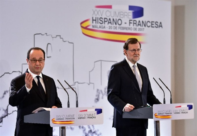 Frances Hollande warns of fewer jobs if populists take power