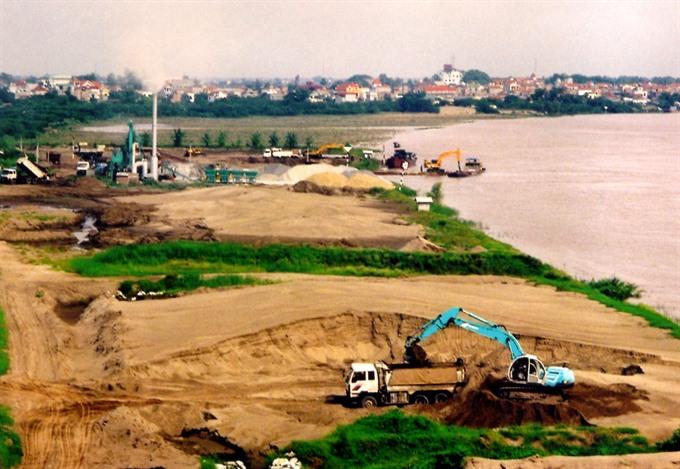 Violations of Dyke Law in Hà Nội