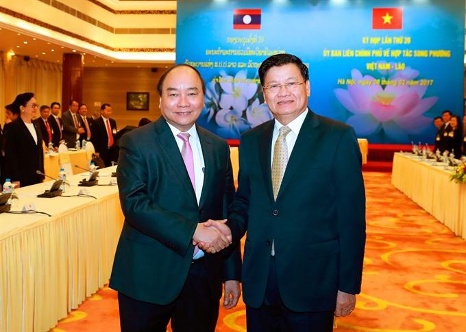 VN Laos sign key documents