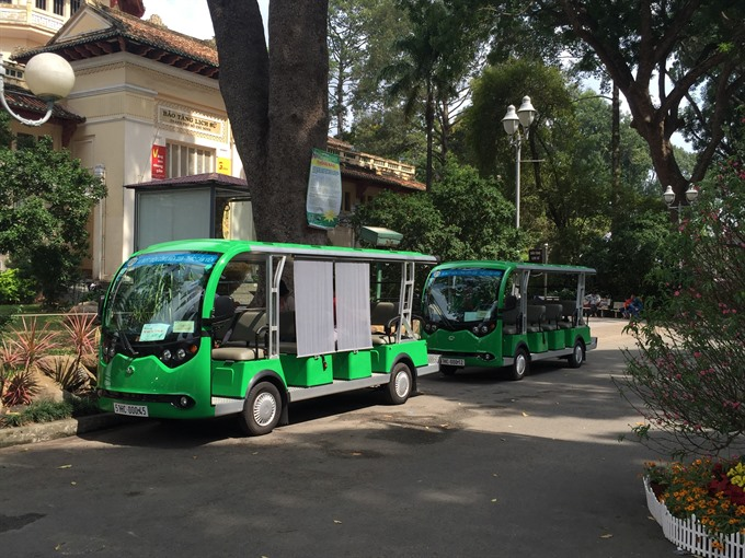 Electric-bus service draws raves from residents tourists