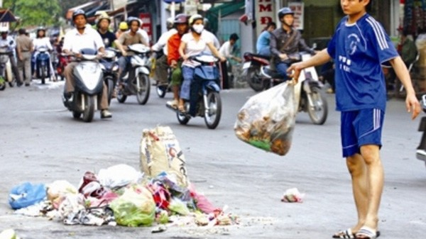 Woman fined nearly 300 for littering pavement