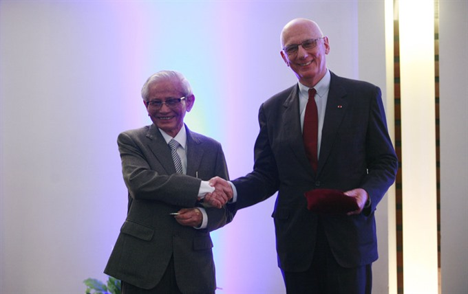 VN scholar given French honour