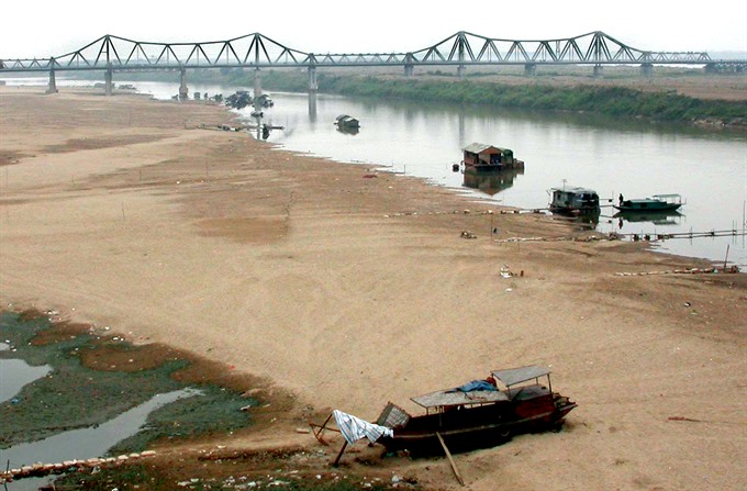 Falling Hồng river water levels hurting VN agriculture