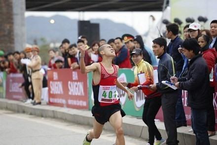 Sơn Thanh grab Tiền Phong marathons titles
